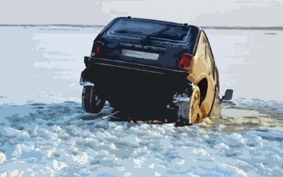 Что делать, если машина провалилась под лед