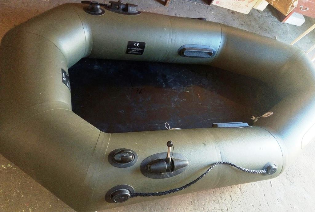 Лодка ПВХ в гараже